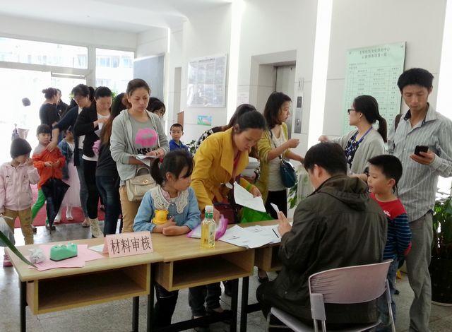 上海热线教育频道--外地户口孩子在上海上学、