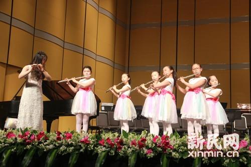 上海热线教育频道--民办彭浦v小学小学管乐团走视频教学了女生和小学做图片