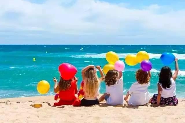 小孩子快乐的自然风景图片