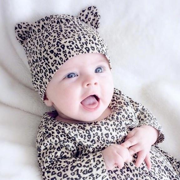 http://edu.online.sh.cn/education/gb/content/attachement/jpg/site1/20170802/IMG4437e644dab345163787341.jpg /enpproperty-->    ins上面一位有爱的妈妈,每天为宝宝戴上可爱的头饰,记录着宝宝每天的成长。看着小天使萌萌的样子心都融化了!    ins上面一位有爱的妈妈,每天为宝宝戴上可爱的头饰,记录着宝宝每天的成长。看着小天使萌萌的样子心都融化了!    ins上面一位有爱的妈妈,每